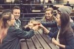恋が遠のく…飲み会で男性から恋愛対象外にされてしまう女子の飲み方