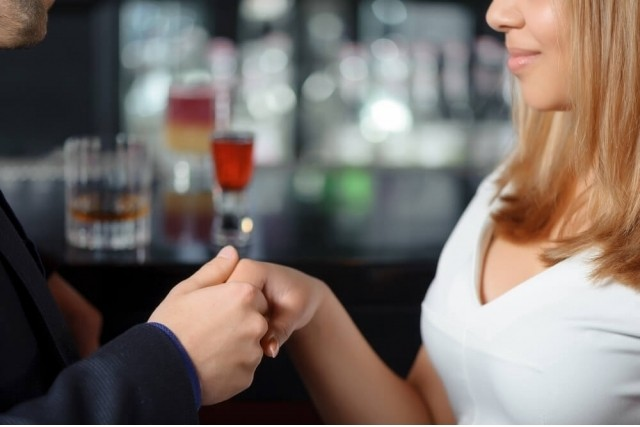 相席居酒屋でモテる仕草とは?初対面で好かれる雰囲気イケメンのススメ