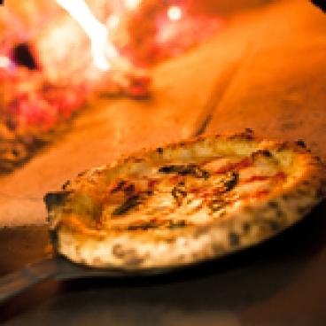 焼きたてピッツァを召し上がれ