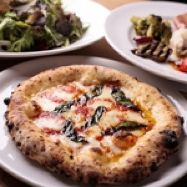 豊富な種類のピッツァと多彩なメニュー
